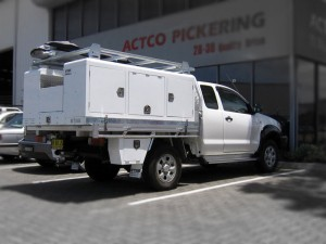 liftoff-2100-utility-on-toyota-hilux-space-cab-(1)-1424920670