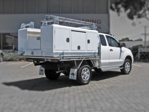 liftoff-2100-utility-on-toyota-hilux-space-cab-1424920699