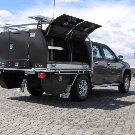 colorado-1800-rear-doors-open
